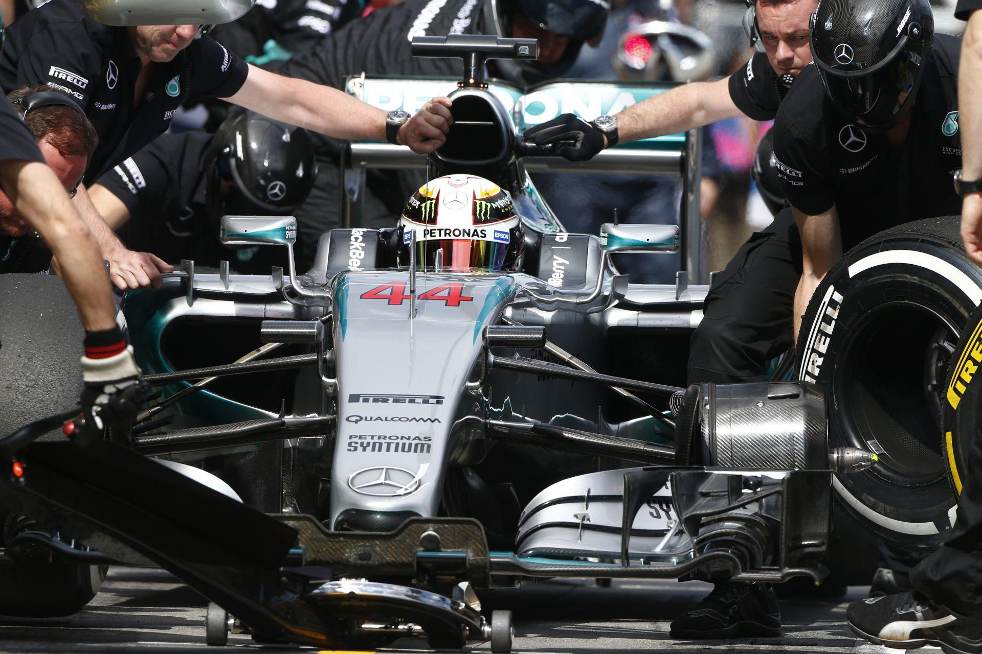 Hamilton csúnyán megalázta a mezőnyt, és megnyerte az időmérőt Ausztráliában! Massa 3., Vettel 4.