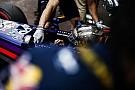 Vettel emeli kalapját Ricciardo előtt: tényleg jó munkát végez a csapattárs