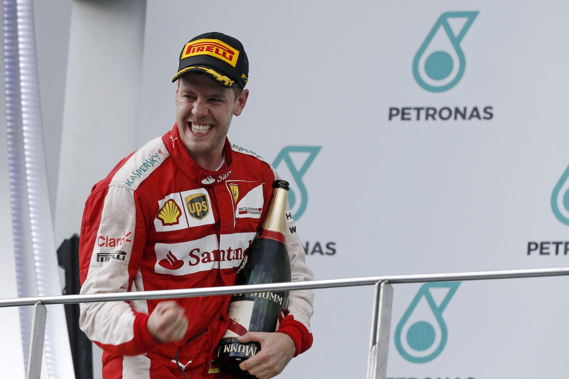 Videón Vettel első ferraris győzelme: Könnyekig hatódott a négyszeres világbajnok
