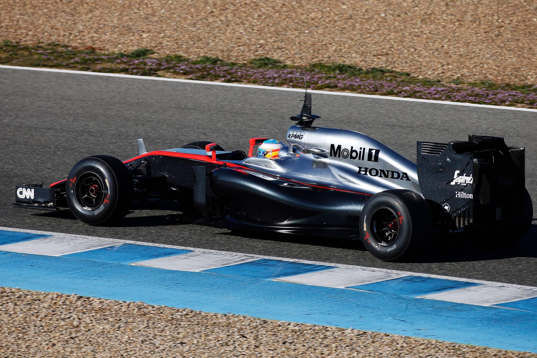 Dennis: Ingyen nem fogom narancssárgára, vagy pirosra színezni a McLarent!