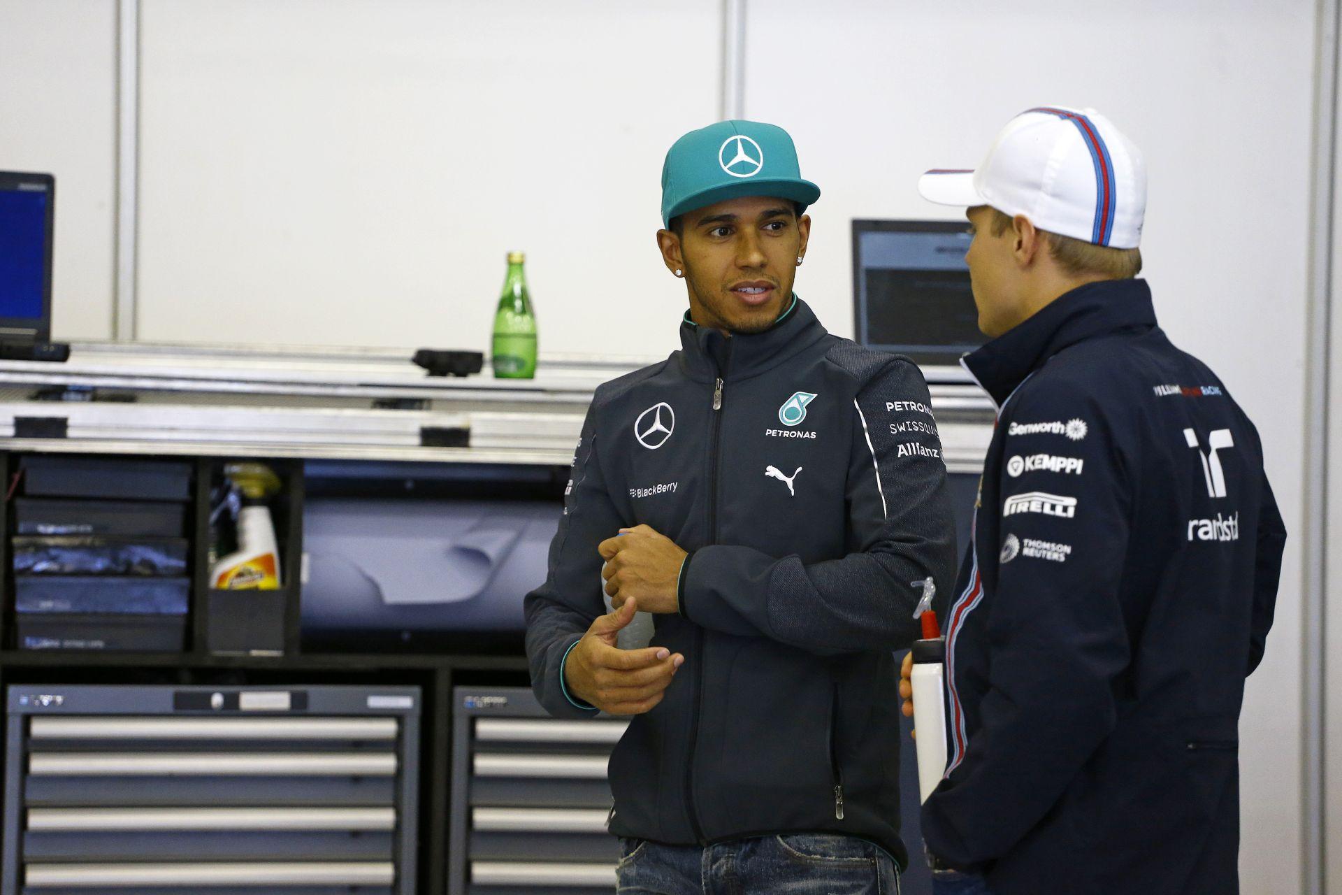 Hamilton megelőzte Fangiót, és beérte a Lauda-Clark duót