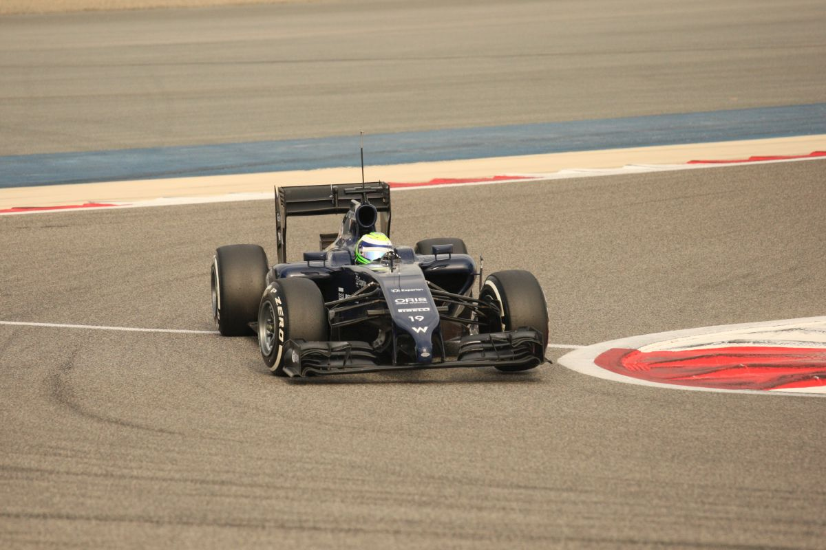 Massa vezet Bahreinben, azonnal megadta magát a Red Bull! Csúszás a Mercedesnél és a Lotus-nál! Akad a Ferrari