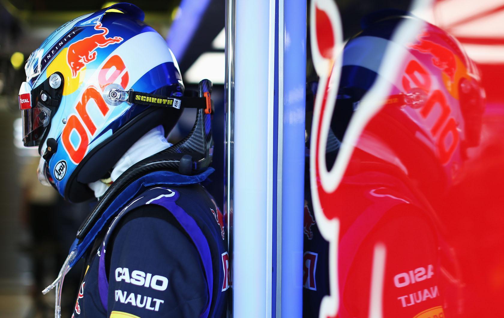 Vettel holnap sok lehetőséggel számol: jó Q3-at remél a csapattársának