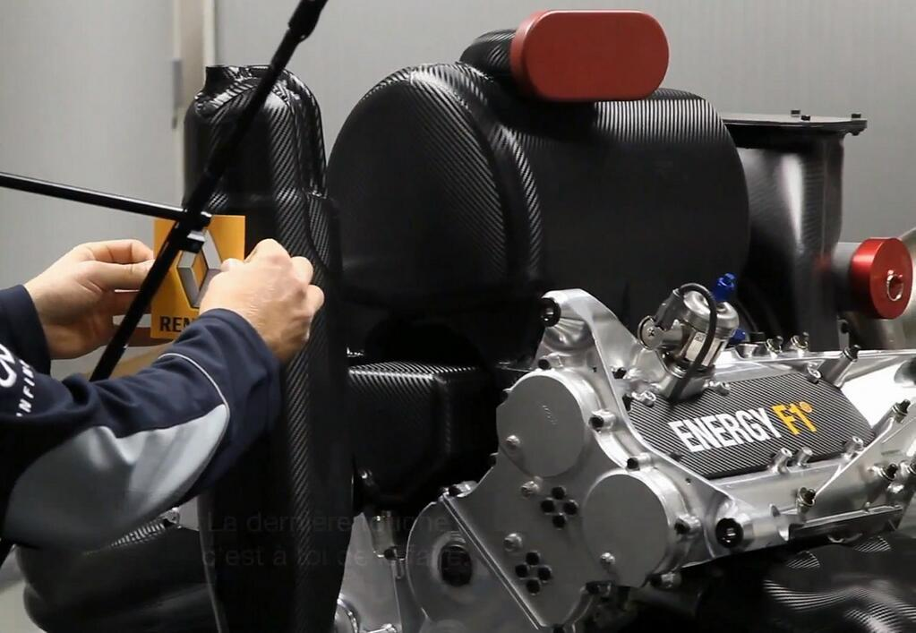 A Red Bull halasztást kért a Renault miatt
