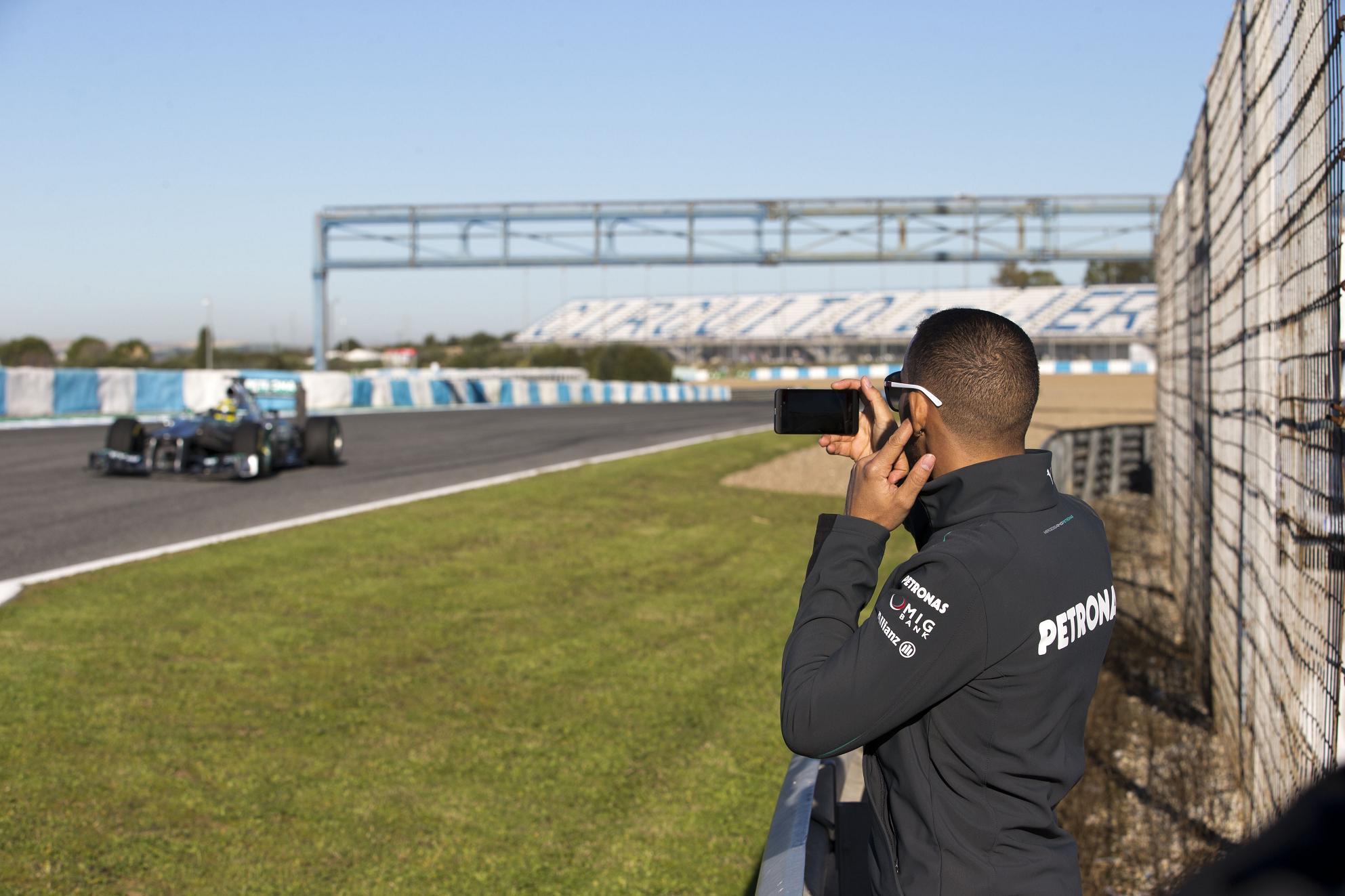 Még a Mercedes szerelői sem tudták, mire készül a csapat a teszten?!