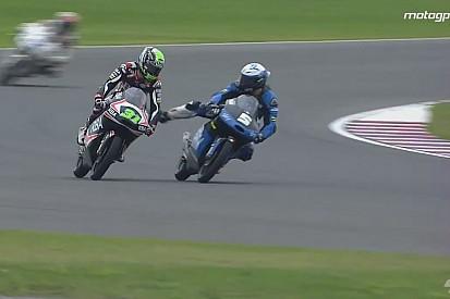 Egészen hihetetlen jelenetek a Moto3-as kategóriában: Le akarta rúgni a motorról menet közben