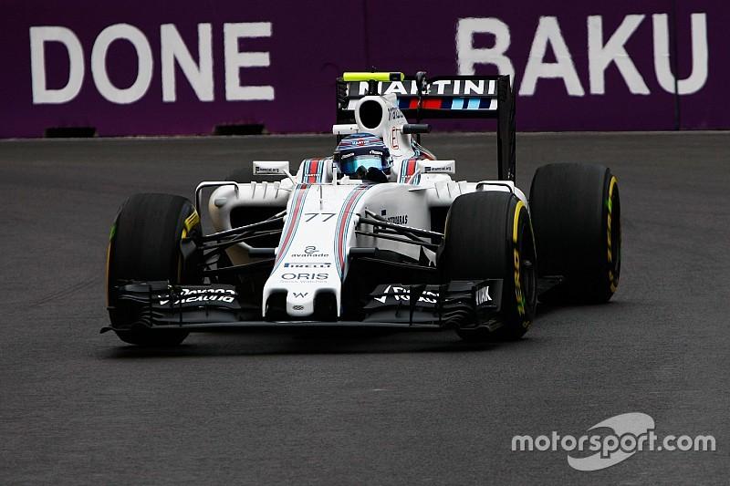 Williams van Bottas beschadigd door losse putdeksel