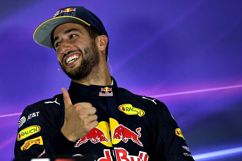 """Ricciardo sereno: """"Ho cavalcato la linea dei box con due ruote"""""""