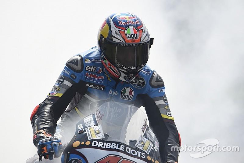 Webber, Ricciardo en Stoner feliciteren Miller met TT-zege