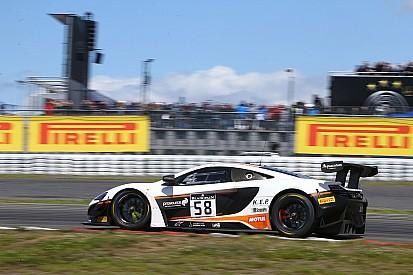 McLaren vence em Nurburgring; Baptista e Jimenez são 11°