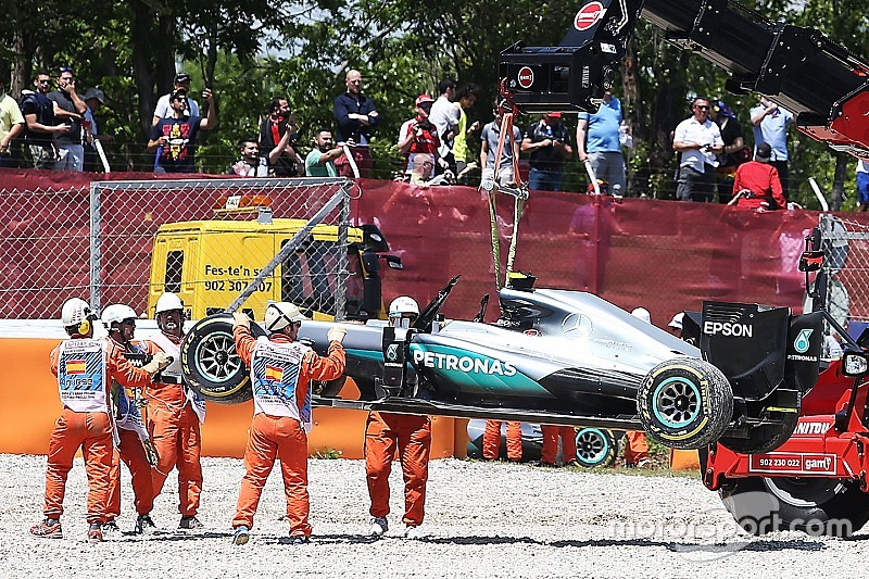 """Hamilton: """"Waarheid over Barcelona crash met Rosberg blijft geheim"""""""