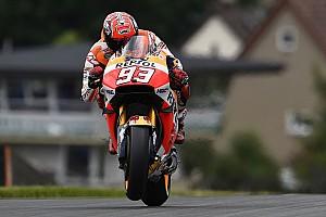 MotoGP Relato de classificação Marquez faz bonito e garante pole em Sachsenring; Rossi é 3°