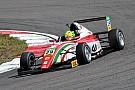 Fórmula 4 Com vitória e polêmica, Mick Schumacher luta por título