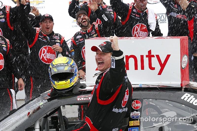 Xfinity-Action in Elkhart Lake: Erster NASCAR-Sieg für Michael McDowell