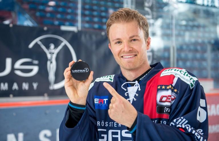 Rosberg jégre pattant: ő is tud ám hokizni
