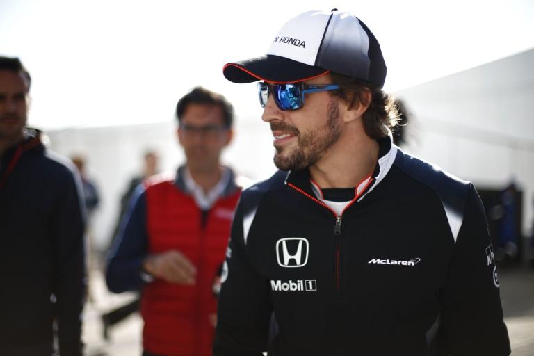 Alonso exe komoly dekoltázst villantott