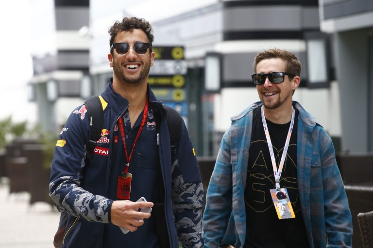 Ricciardo készül az X-faktorba? Hát ilyen hanggal nem hinnénk...