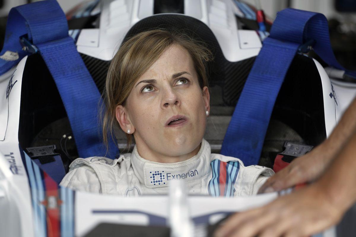 Pöpec: Susie Wolff egy Mercedes kabrióban!