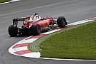 Vettel eldobta a Ferrarit a második edzés végén, elakadt a gép a sóderben