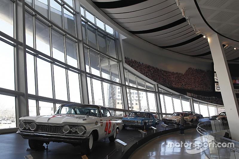 Daños al Salón de la Fama de NASCAR durante una violenta protesta
