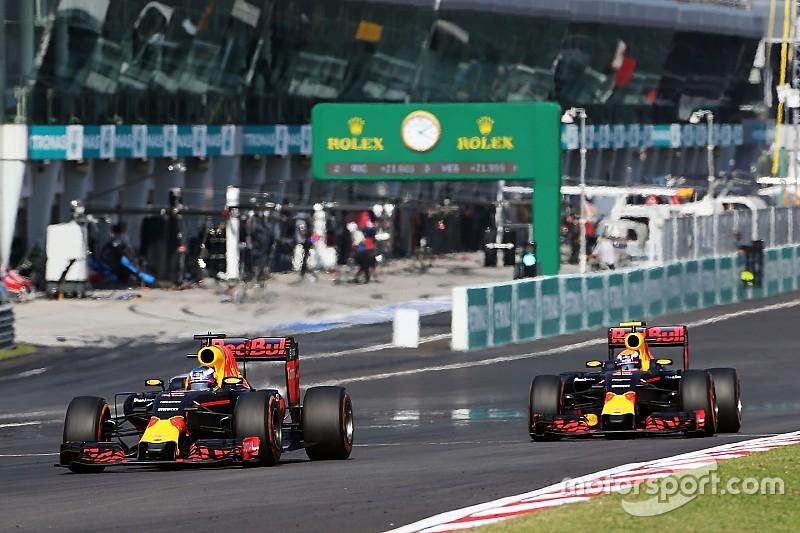 """Horner: """"We hebben Ricciardo en Verstappen laten racen"""""""