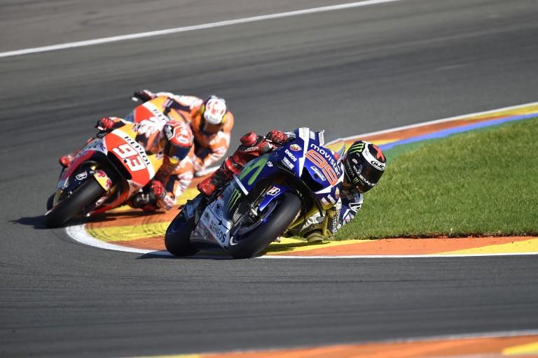 Ennél cukibb ma nem lesz: figyeld a kisgyereket, hogyan reagál a MotoGP-re
