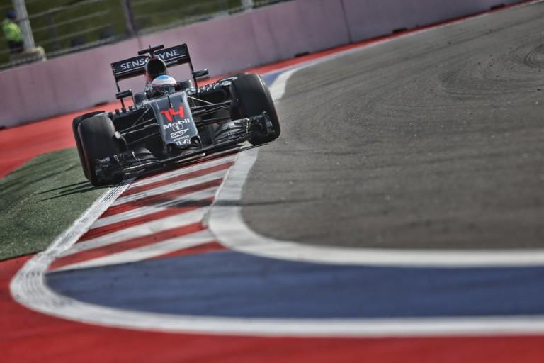 Alonso újabb 15 rajthelyes büntetést kapott Malajziában