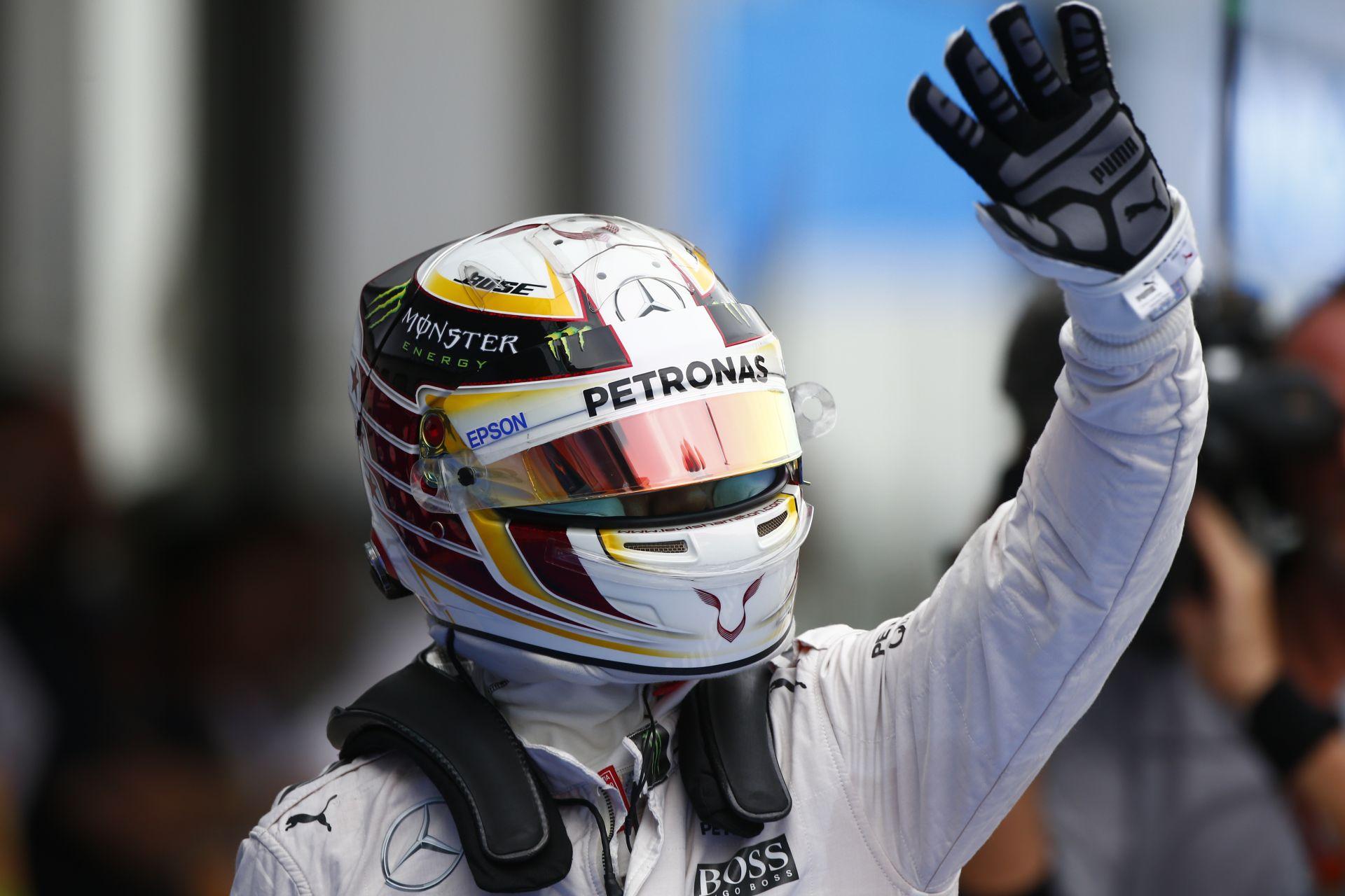 """Hamilton vadi új motorja füstölt el: """"Nem hiszem, hogy az autóm meg tudja csinálni"""""""