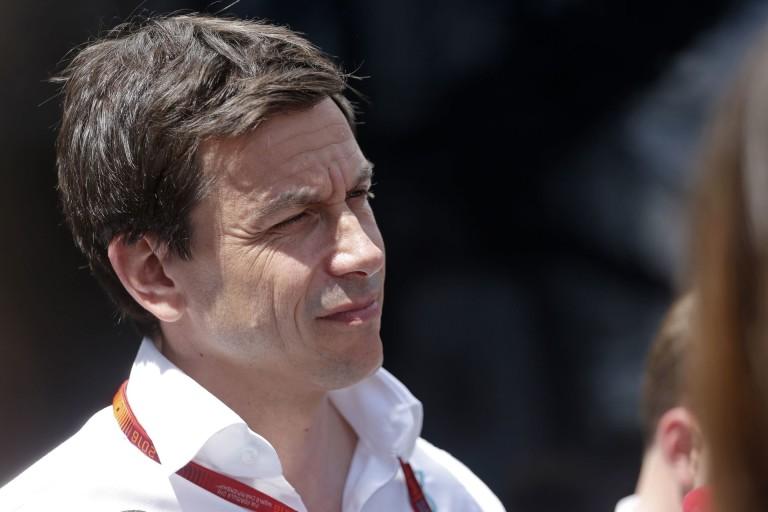 Hízelgő, de Wolff nem akarja átvenni Ecclestone helyét az F1 élén