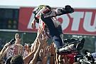 Marquez pakt WK-titel met zege in Japan, Rossi en Lorenzo crashen op Motegi