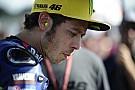 Valentino Rossi brak vinger bij valpartij op Motegi