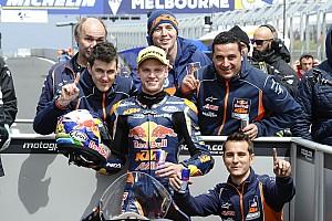 Moto3 Raceverslag Binder wint Australische Grand Prix vol drama, P5 Loi