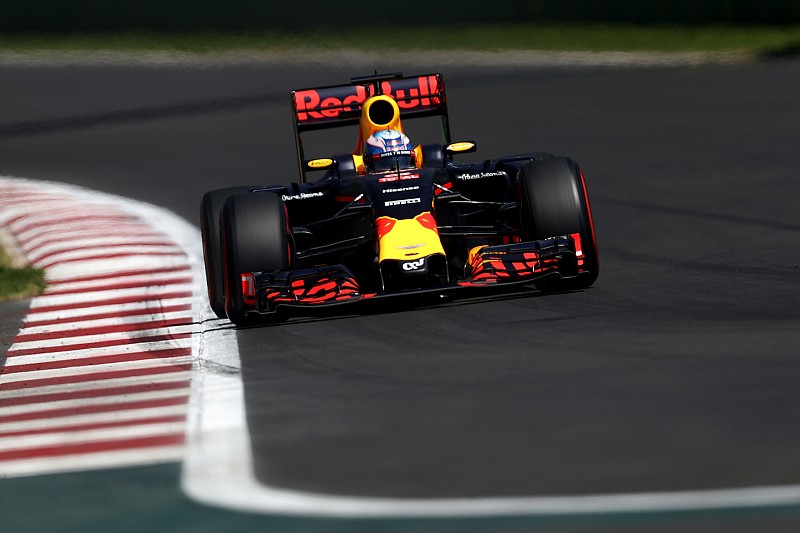 """Ricciardo baalt: """"Vettel verdiende het niet op het podium te staan"""""""