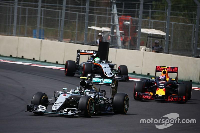 """Rosberg: """"Kreeg een behoorlijke beuk van Verstappen"""""""