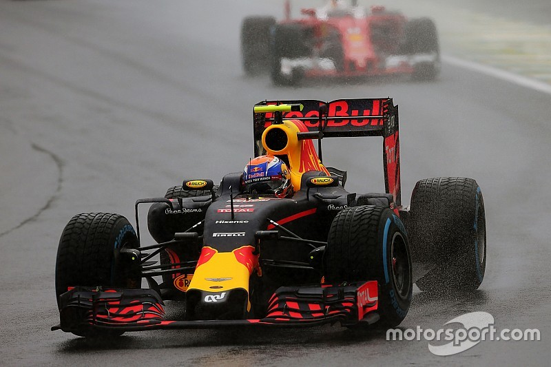 Max Verstappen 'Driver of the Day' in knotsgekke Grand Prix van Brazilië