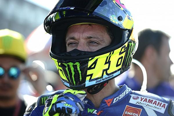 MotoGP 围场脚踢车迷,罗西可能受到指控