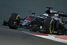 Alonso, crítico con Pirelli: