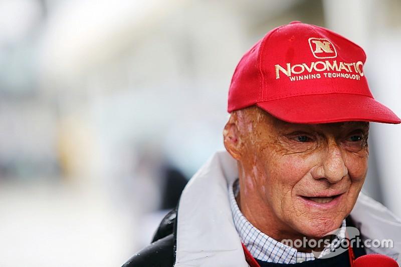 """Lauda: tática de Hamilton não foi """"segura"""" para Mercedes"""