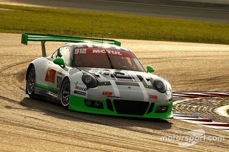 12 uur Sepang: Makowiecki zet Porsche op pole