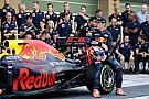 Óriási: így vágja a centit Verstappen és Ricciardo