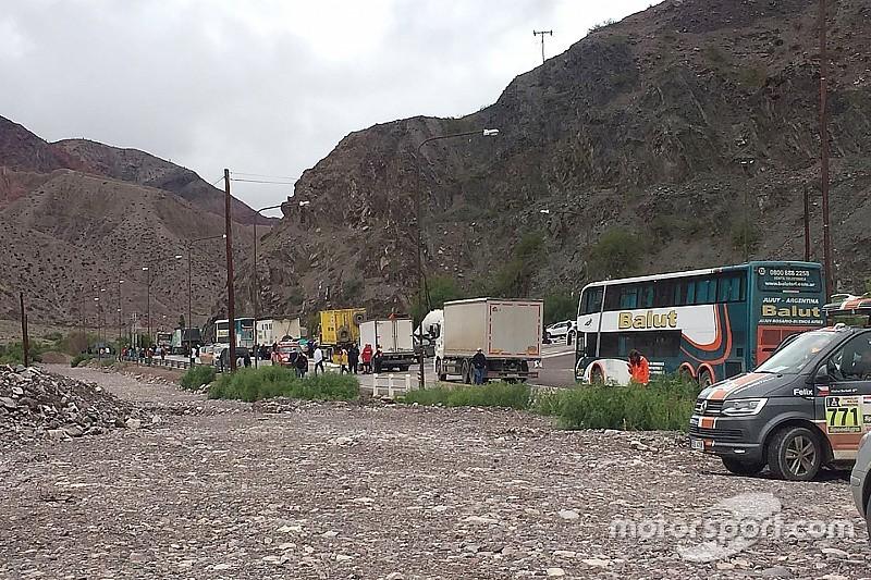 La caravana del Dakar pone camino a Salta a pesar de un derrumbe