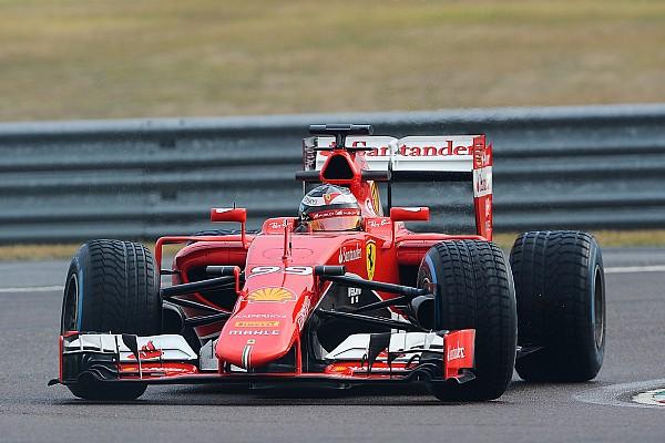 Formule 1 Photos - Giovinazzi et Räikkönen en piste avec Ferrari