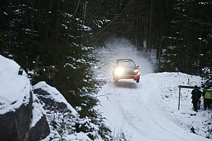 WRC BRÉKING A lehető legrosszabbkor nyílt fel a motorháza a Svéd Ralin