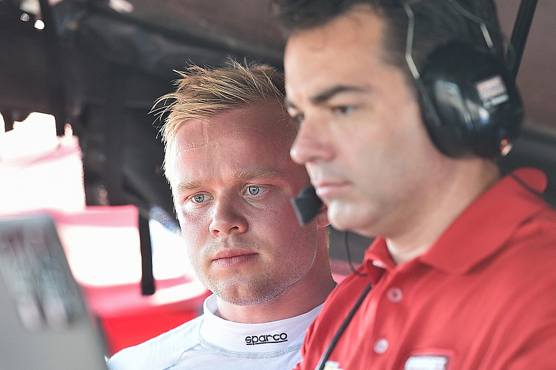 "Rosenqvist cumple con un test ""implacable"" en IndyCar"