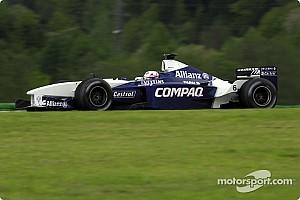 Ретро-відео: машина Формули 1 і олень на трасі