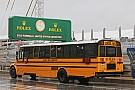 Iskolabusz hajtott a pályára az F4-es versenyen…