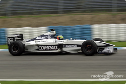 Ralf Schumacher probando el Williams FW22b