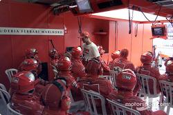 Rubens Barrichello de regreso en el pit de Ferrari