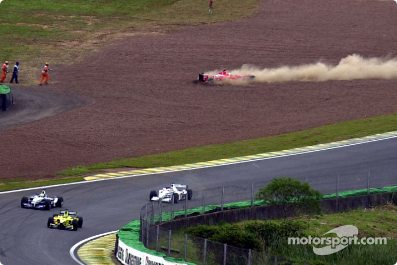 Sortie de piste pour Rubens Barrichello