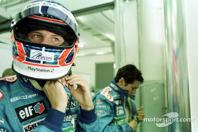 Jenson Button and Giancarlo Fisichella getting ready